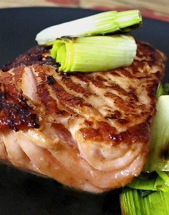 roasted piece of salmon with leeks