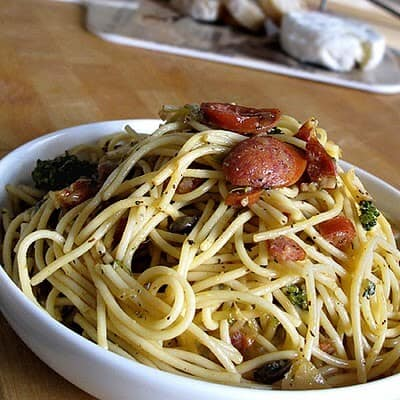 Spaghetti carbonara with spicy sausages