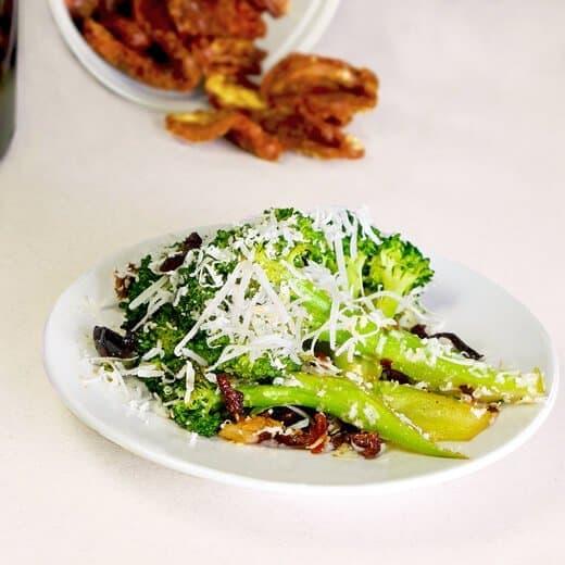 Sauteed Broccoli with Black Olive