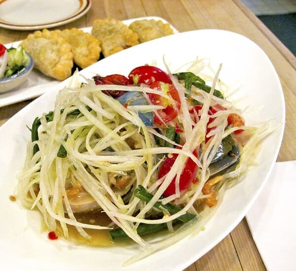 som tam - thai green papaya salad