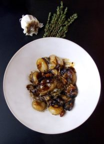 Honey-glazed cipollini onions (Thomas Keller)