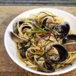 spaghetti vongole with shiitake mushrooms