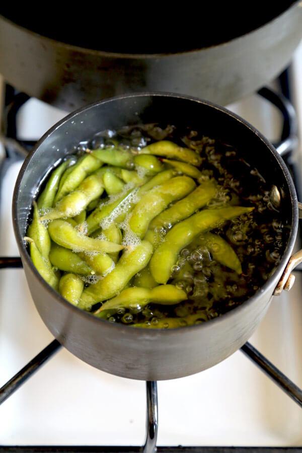 boiling-edamame