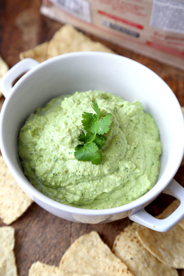 Super bowl party edamame-hummus