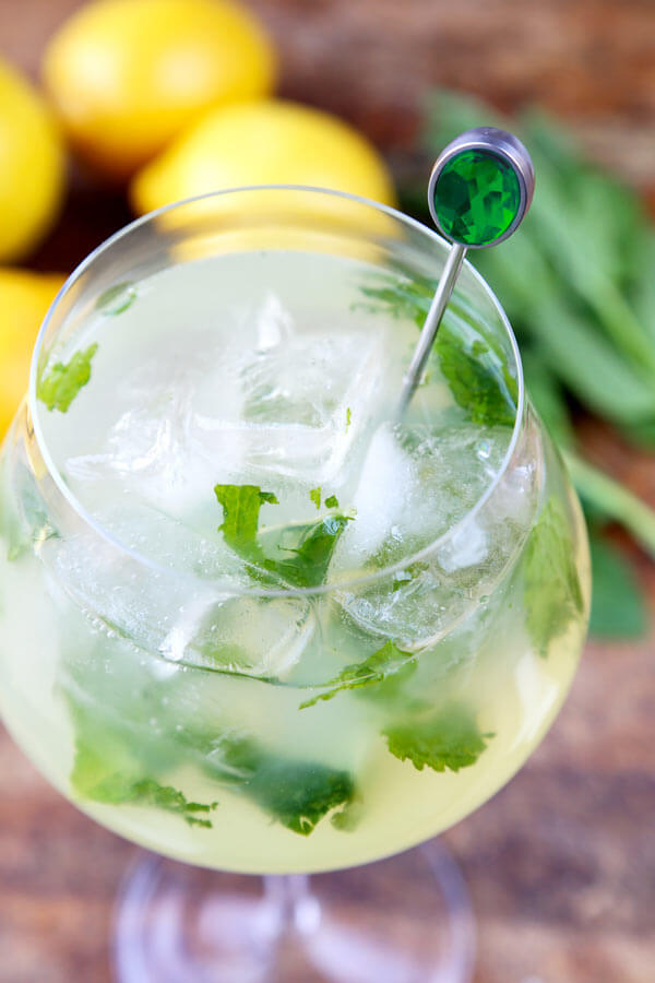 mint lemonade (low sugar) - This is a refreshing recipe for homemade lemonade with muddled mint leaves and low in sugar. #lemonaderecipe #healthylemonade #summerdrink #lemons #beverage | pickledplum.com