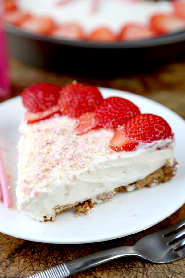 strawberry-pocky-cheesecake