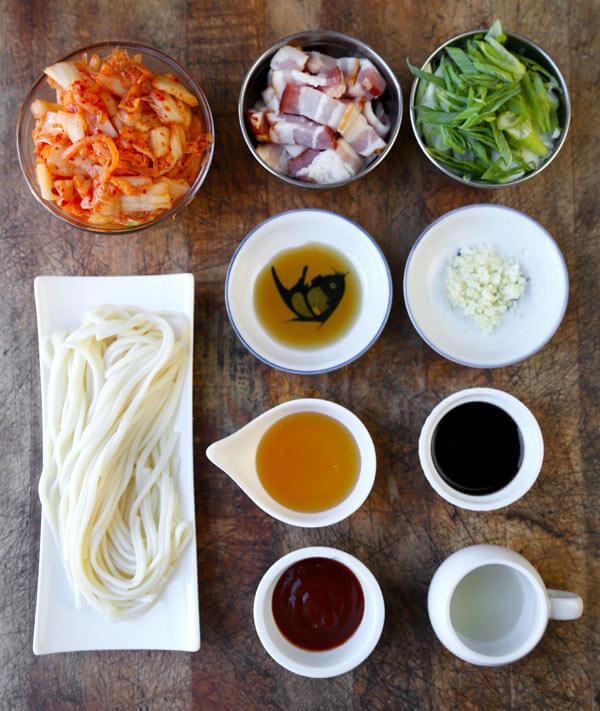 Kimchi-noodles-ingredients