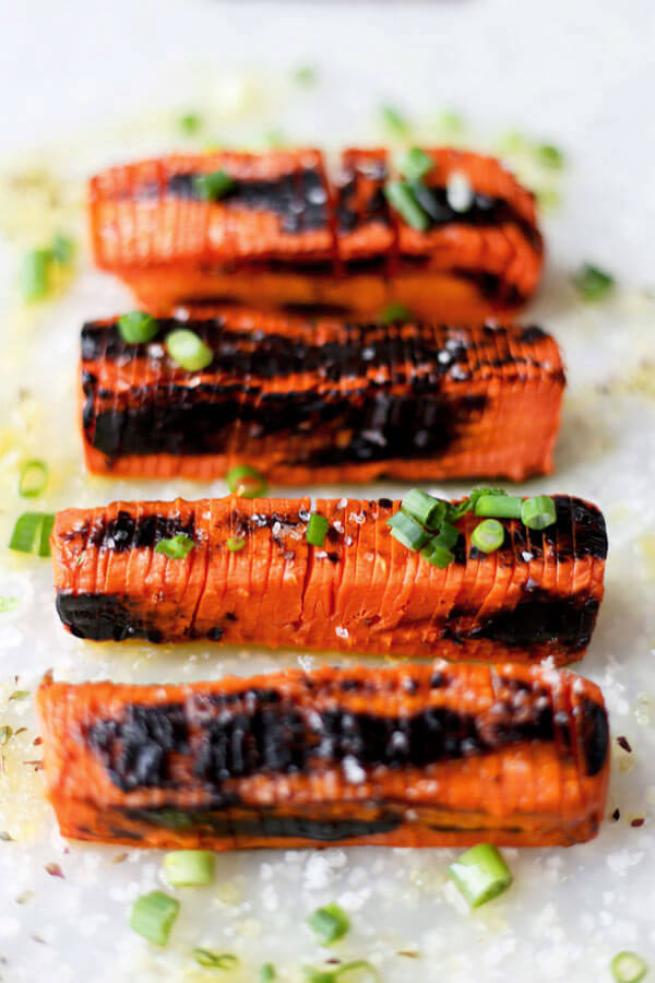 Blackened Hasselback Carrots - These Hasselback carrots only take 20 minutes to make and have the perfect tender/crunchy texture, topped with some sea salt and a fresh squeeze of lemon juice. Scrumptious!Fancy looking carrots you say? These Hasselback carrots are very easy to make, have the perfect tender/crunchy texture and are topped with scallions, sea salt and a fresh squeeze of lemon juice. Scrumptious! Vegan, Gluten free, Healthy Recipe | pickledplum.com