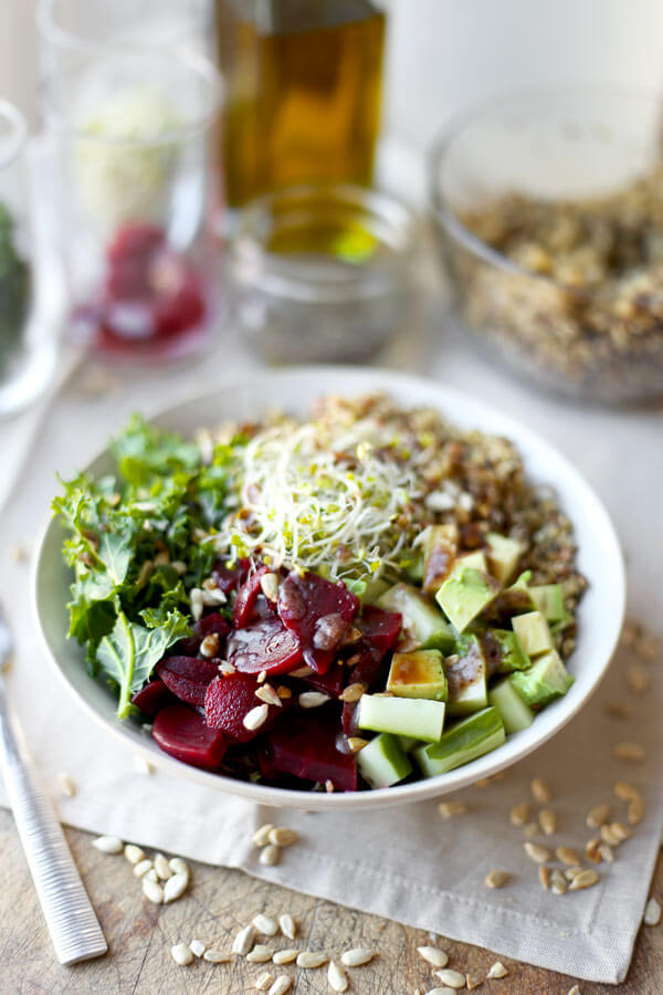 Detox Kale And Quinoa Salad - A healthy and cleansing salad to re-energize your body and mind. This simple salad requires little prepping and is ready in 15 minutes from start to finish! Vegan, Gluten free, Easy, Healthy recipe. | pickledplum.com