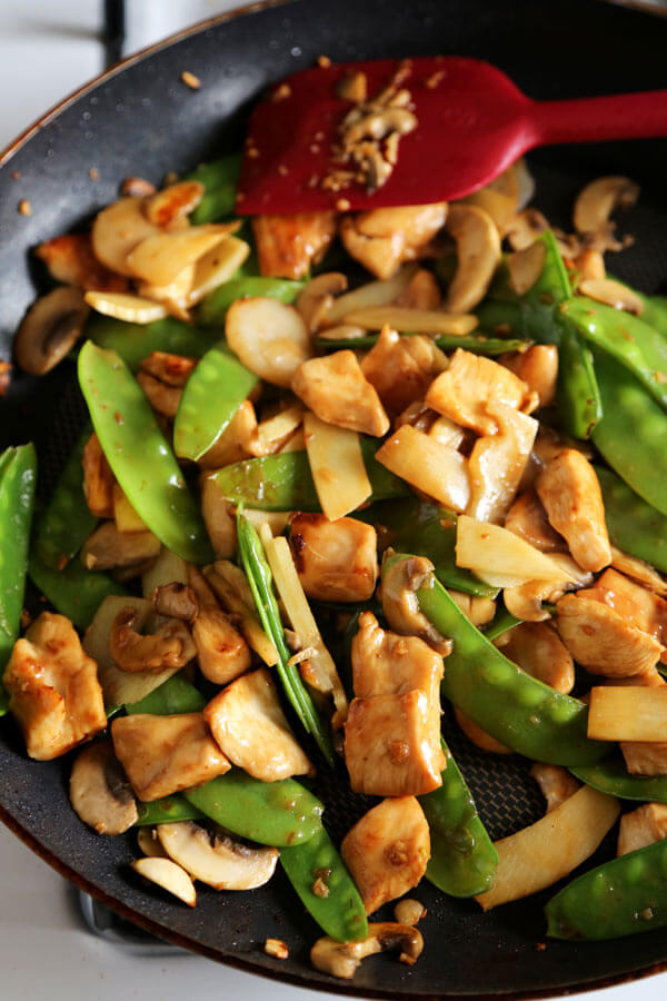 Moo goo gai pan - Better than takeout moo goo gai pan recipe that's savory and a little sour. Healthy Chinese recipes, healthy dinner recipes, Chinese chicken recipes, easy Chinese stir fry | pickledplum.com