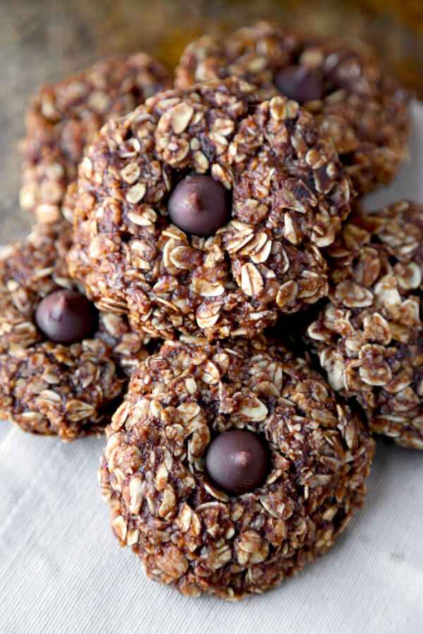 An unbelievably easy, chewy and peanut buttery no bake oatmeal cookies recipe you won't be able to stop eating! Only 10 minutes to prep and healthier than you think. We love! |pickledplum.com