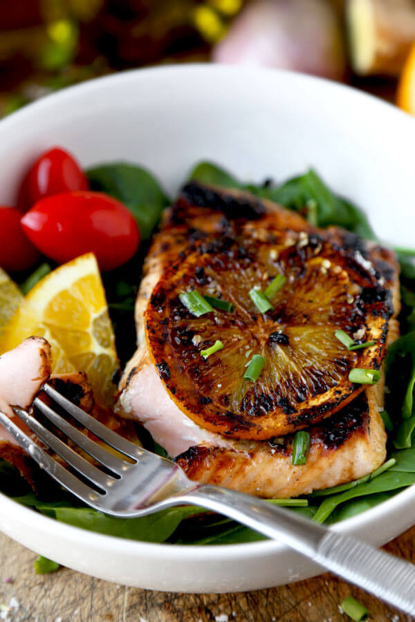 This is an easy and healthy orange-ginger salmon marinade with bright citrus and sweet flavors. And it only takes five minutes to prep! | pickledplum.com