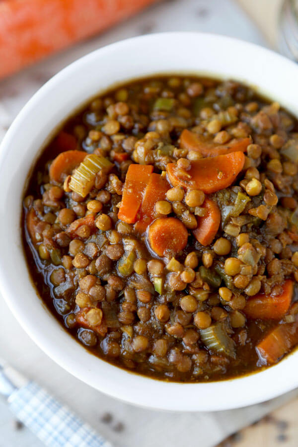 vegan lentil soup - Make yourself a bowl of hearty and nutty tasting vegan lentil soup for dinner tonight! Packed with nutrients and vitamins, it will keep you warm and cozy all winter long! gluten free, low fat, low calories | pickledplum.com