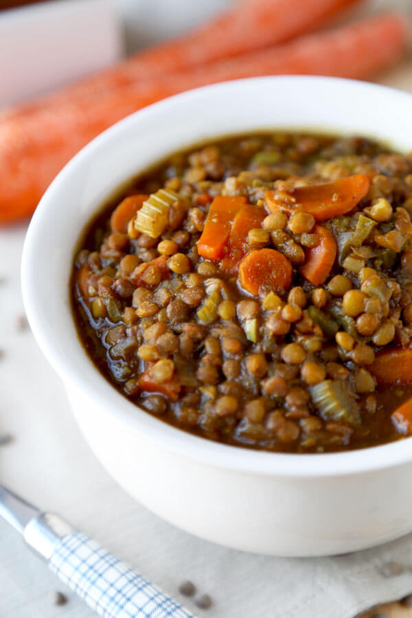 vegan lentil soup - Make yourself a bowl of hearty and nutty vegan lentil soup for dinner tonight! Packed with nutrients and vitamins, it will keep you warm and cozy all winter long! gluten free, low fat, low calories | pickledplum.com