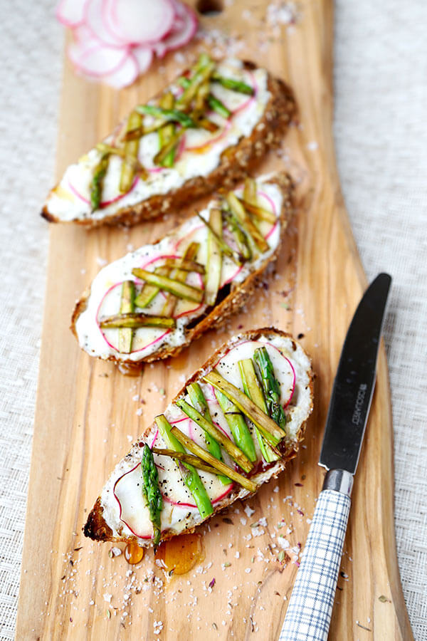 Breakfast Asparagus, Radish and Ricotta Toast - Creamy, salty and healthy - this breakfast asparagus, radish and ricotta toast is finished with a drizzle of honey for a stunning looking morning meal. Plus, it's really easy to make! Recipe, healthy, easy, brunch, crostini, snack, tartine | pickledplum.com