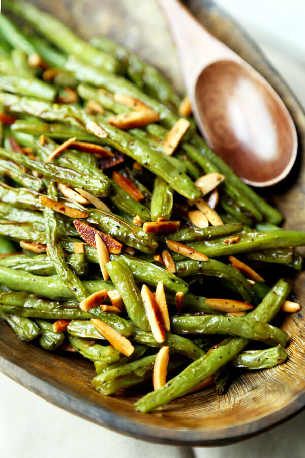 bowl of green beans and almonds