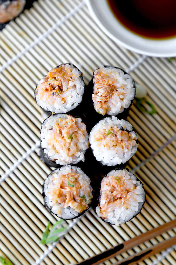 Poor Mans Spicy Tuna Roll Recipe - Learn how to make these easy homemade spicy tuna rolls in your kitchen! Diy sushi ready in no time that your kids will love. #sushirecipe #japanesefood #homemade #healthysnacks | pickledplum.com