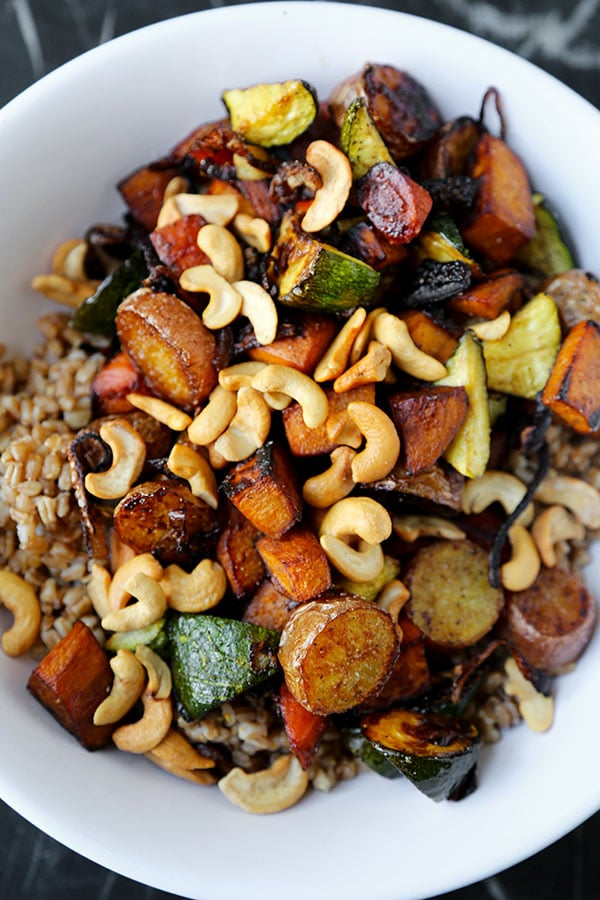 Hearty Farro Salad - This fiber-loaded Hearty Farro Salad Recipe mixes rustic fall veggies with tart apple, spicy jalapeños and umami-packed pecorino Romano cheese. Hearty and healthy! Healthy recipe, gluten free, vegetables, dinner, grain salad | pickledplum.com
