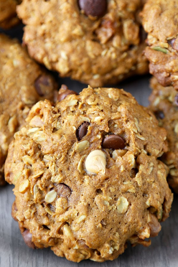Pumpkin Oatmeal Cookies - These healthier Pumpkin Oatmeal Cookies are one part gooey oatmeal chocolate chip cookie, one part pumpkin pie. Ready in 25 minutes from start to finish! Recipe, cookies, dessert, healthy snack, baking | pickledplum.com