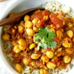 Slow Cooker Chana Masala - A simple South Asian vegetarian dish, this smoky and golden Slow Cooker Chana Masala Recipe requires only 10 minutes of kitchen prep! Recipe, Indian food, curry, slow cooker, crock pot, healthy, vegetarian, vegan | pickledplum.com