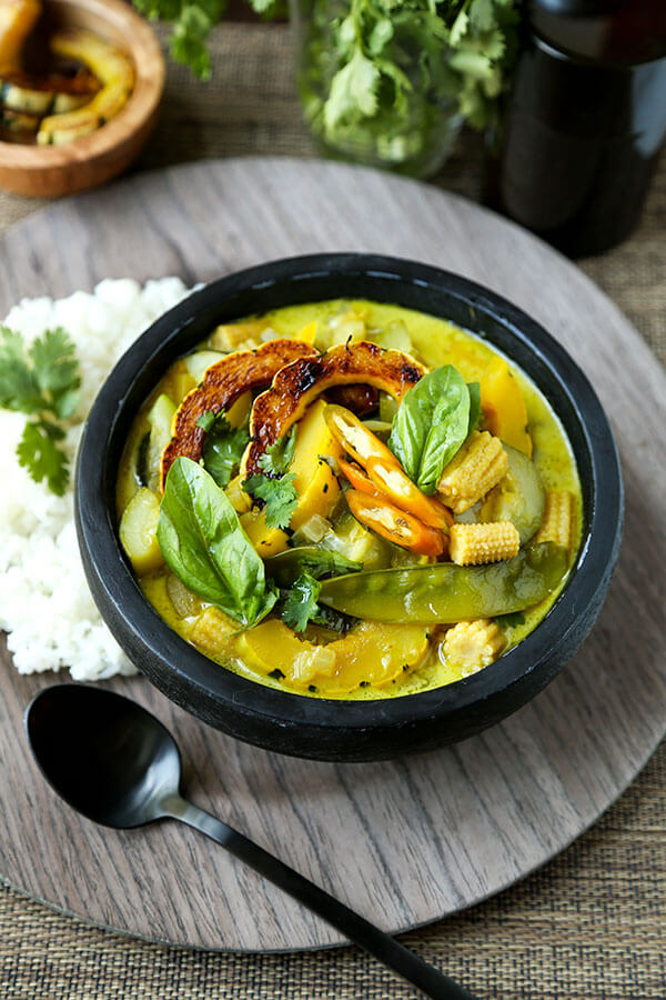 Thai Green Curry Recipe - Creamy and nutty delicata squash is just one of the healthy ingredients in this pungent and sweet Thai Green Curry Recipe. Delicious and ready in 25 minutes! Recipe, curry, stew, Thai food, coconut curry, dinner | pickledplum.com