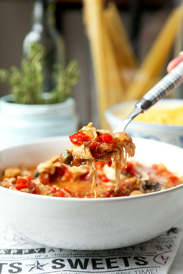 Slow Cooker Chicken Cacciatore - Fall into slow cooker season with this zesty Italian Slow Cooker Chicken Cacciatore Recipe. This delicious hunter style recipe only takes 10 minutes to prep! Recipe, slow cooker, crock pot, stew, chicken, healthy, hearty | pickledplum.com