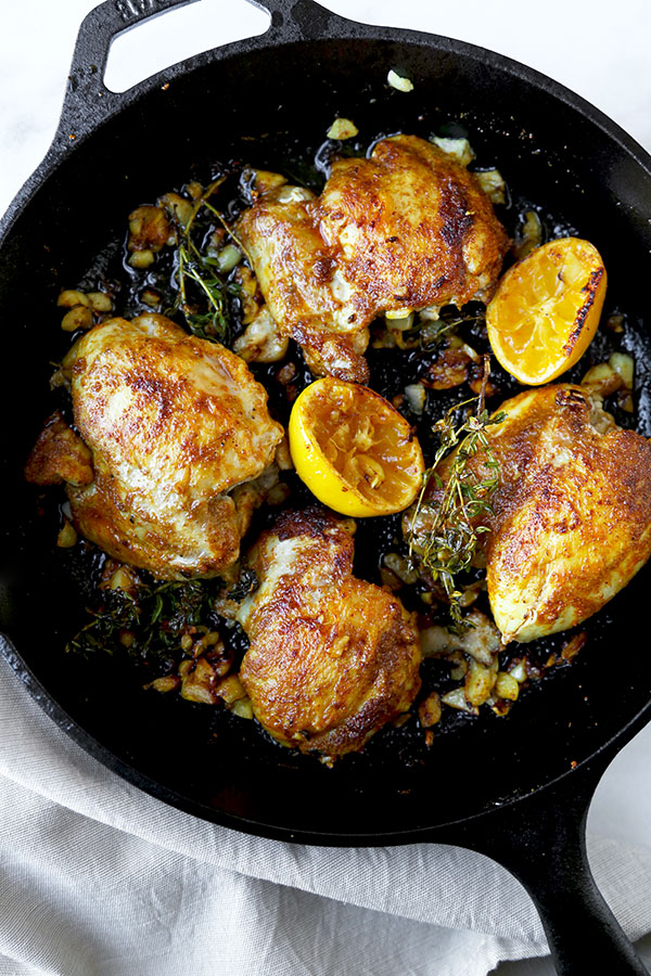 Curried Chicken With Pomegranate - Juicy curried chicken served with fresh basil, pomegranate and loads of pan fried garlic bits. Amazing and so easy! Ready in less than 25 minutes. Recipe, chicken, poultry, curry, dinner, easy meal, pomegranate, lemon   pickledplum.com