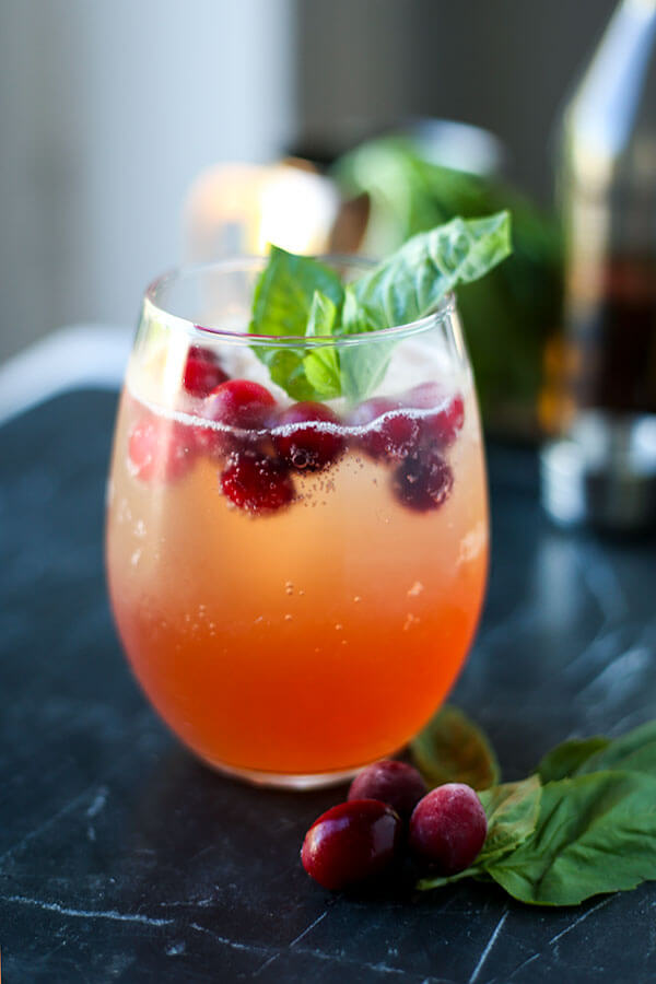 Kentucky Buck - This is the perfect winter/fall holiday fruity cocktail that's both tart and sweet! You can enjoy this Kentucky buck by a roaring fire or serve it for a crowd in a pitcher during Thanksgiving or any day of the year! #whiskey #fruitycocktail #thanksgivingrecipe #libations | pickledplum.com