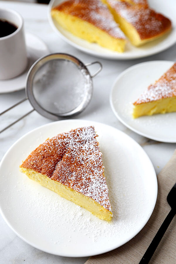 Fluffy Japanese Cheesecake - ベイクドチーズケーキ - This is an easy recipe for traditional fluffy Japanese cheesecake! Cotton soft and airy just like a souffle, this Japanese cheesecake has just the right amount of sweetness! It's also low carb (only 5 tbsp flour needed) #japanesecheesecake #baking #cakerecipe #dessert| pickledplum.com