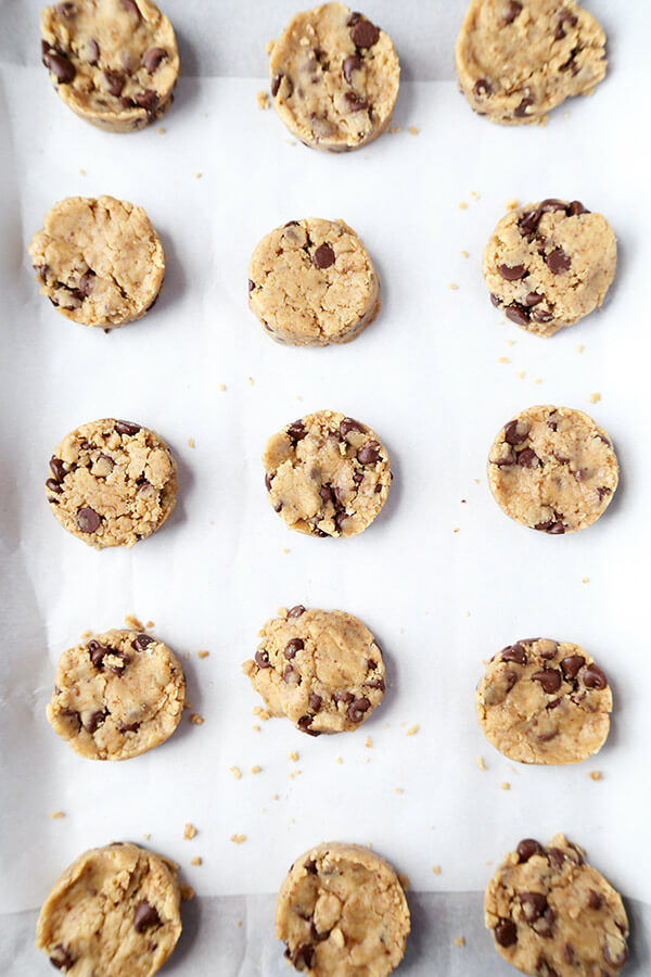 Vegan Chocolate Chip Cookies - These crispy vegan chocolate chip cookies are seriously addictive. Made with coconut instead of butter and packed with vegan chocolate chips, they taste like the real thing! Ready, get set, bake! Recipe, cookies, vegan, dessert, snack, chocolate, dairy free, vegetarian | pickledplum.com