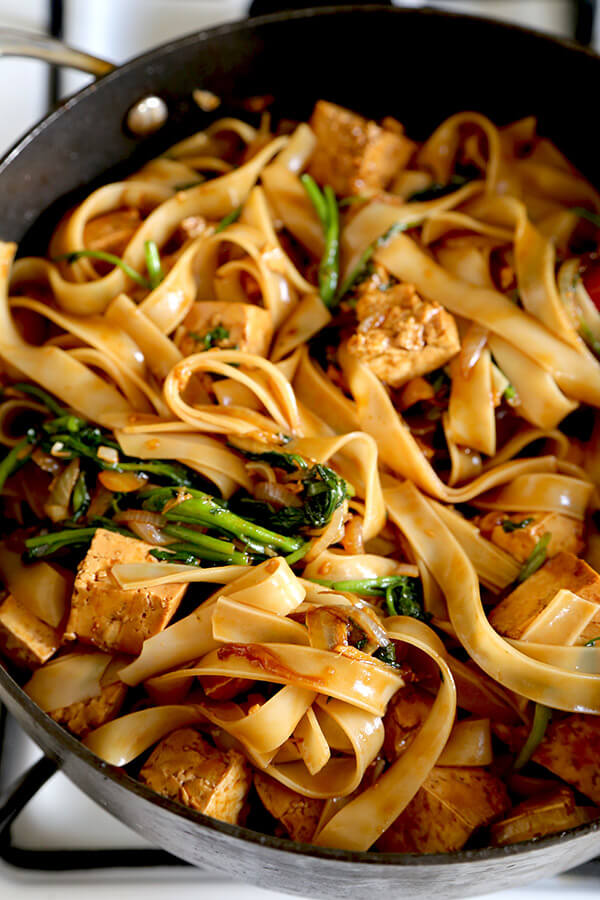 Tofu Chow Fun With Watercress - Vegetarians are going to love this recipe! This is a simple Cantonese chow fun stir fry with tofu and watercress. There is nothing more satisfying than a big bowl of pan fried noodles coated with soy sauce and packed with umami flavors. Recipe, Chinese food, stir fry, pan fried noodles, vegetarian, vegan | pickledplum.com