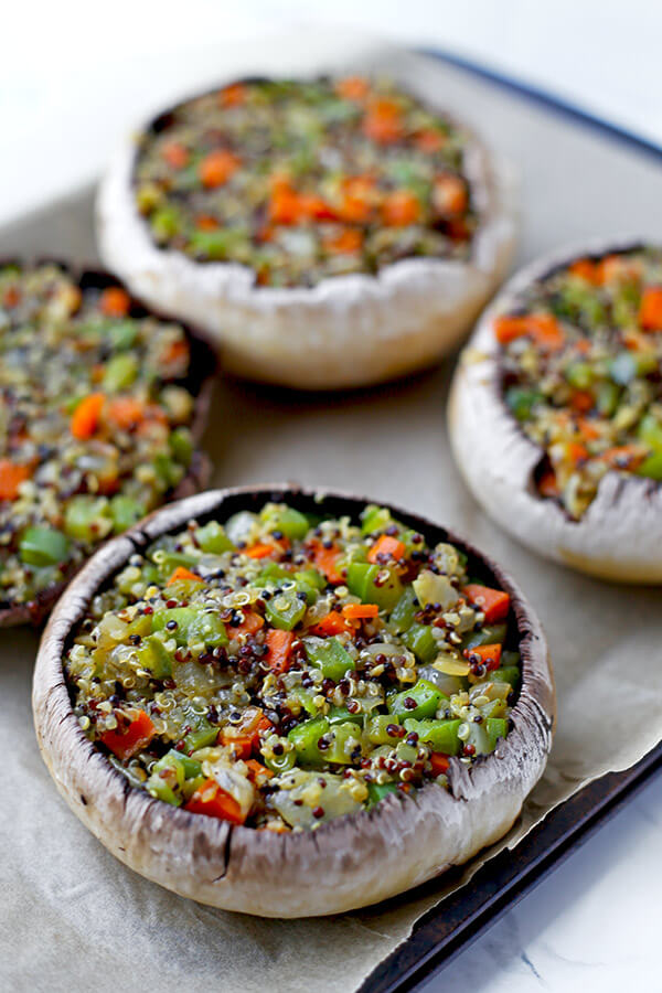 Stuffed Mushrooms with Soy and Sesame Sauce - Lighten up dinner time with these easy and delicious mushrooms stuffed with a blend of quinoa and vegetables and topped with crunchy scallions and melted cheese. Ready in 30 minutes! vegan recipe, vegan stuffed mushrooms, vegetarian dinner, vegan quinoa dinner, healthy vegetarian food | pickledplum.com