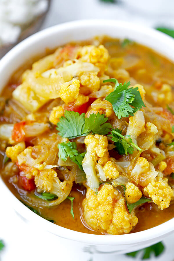Thai Yellow Curry - Like it spicy? This pungent and fiery Thai Yellow Curry With Cauliflower is loaded with bold and authentic Southeast Asian flavors. vegetable curry recipe, plant based curry recipe, Thai dinner recipe, healthy cauliflower recipes | pickledplum.com