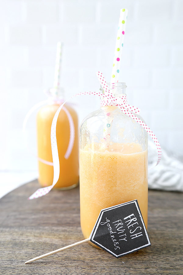 Cantaloupe Smoothie - Start your day the refreshing way with this sweet and silky cantaloupe smoothie. Packed with vitamin A and C, cantaloupe is a wonderful ingredient that benefits the skin! fruit smoothie recipe, healthy smoothie recipe, vegan smoothie recipe, melon smoothie recipe | pickledplum.com