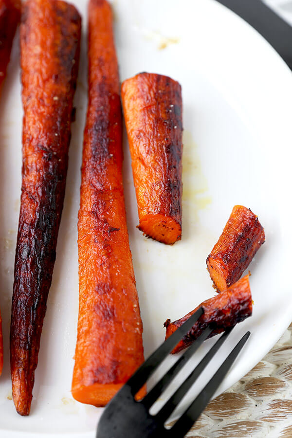 The Best Carrot Steaks - With a meaty bite and a caramelized exterior, these pan-fried carrot steaks can be the focal point of a delicious plant based dinner! vegan dinner recipes, meatless dinner recipe, healthy vegetable recipe, gluten free, vegetarian | pickledplum.com