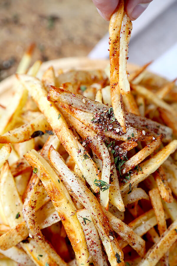Oven Baked Za'atar Fries - These are the best oven baked fries you've ever tasted! Tossed in a homemade za'atar spice mix, they are salty, lemony, peppery and loaded with fresh herbs - plus, they are healthy too! healthy french fries recipe, healthy potato recipe, homemade za'atar seasoning, healthy snack, healthy vegan snack | pickledplum.com