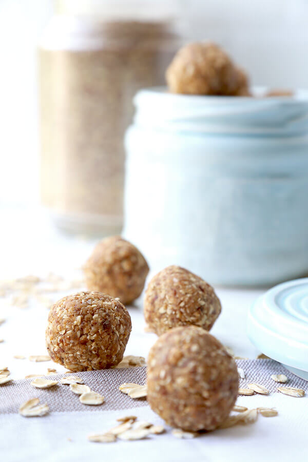 Peanut Butter Protein Balls - These peanut butter protein balls are the perfect mid afternoon pick up snack. No baking is required and only 6 ingredients needed to make these sweet and healthy treats! Plant based recipes, protein balls recipe, healthy vegan snack recipe, healthy peanut butter snack   pickledplum.com