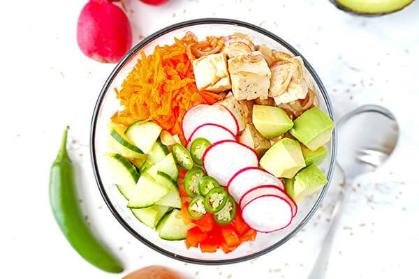 Tofu & Vegetable Poke Bowl - Bring a Hawaiian breeze into your kitchen with this vibrant tofu and vegetable poke bowl. Plant based, hawaiian poke bowl recipe, vegan poke bowl, tofu recipes healthy | pickledplum.com