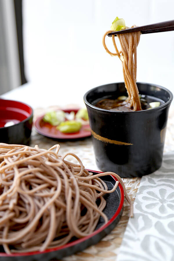 Zaru Soba - Zaru soba is Japan's favorite summer meal. It's light, healthy and so delicious you won't be able to stop slurping! Keep a jar of mentsuyu dipping sauce in your fridge and make yourself chilled buckwheat noodles all summer long in less than 10 minutes! Healthy Japanese recipes, healthy noodle recipes, Asian dinner recipes, soba noodles | pickledplum.com