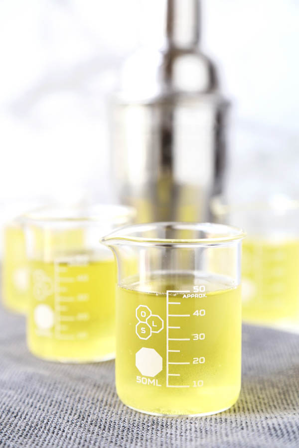What is a green tea shot? This tasty cocktail gets its name from its kinda greenish color - no green tea is actually used in this shot recipe. What you get are bright and soothing peachy flavors. Cocktail recipes, shots alcohol, shot recipes, alcoholic drinks for a party, alcohol and spirits | pickledplum.com