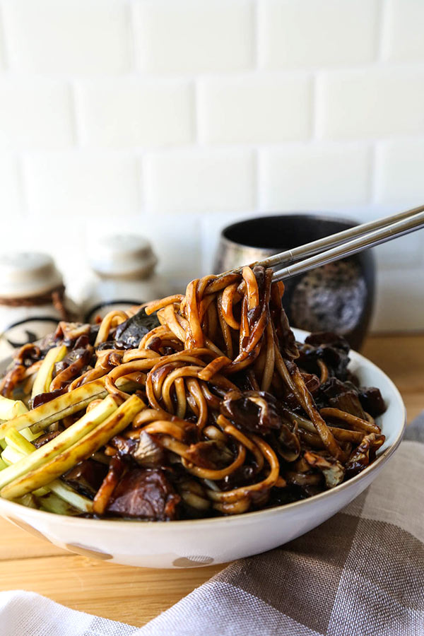 Vegan Jajangmyeon - Get your Korean black bean noodle fix in 30 minutes, minus the meat! Korean noodle recipes, Asian dinner recipes, black bean noodles, easy Korean noodles | pickledplum.com
