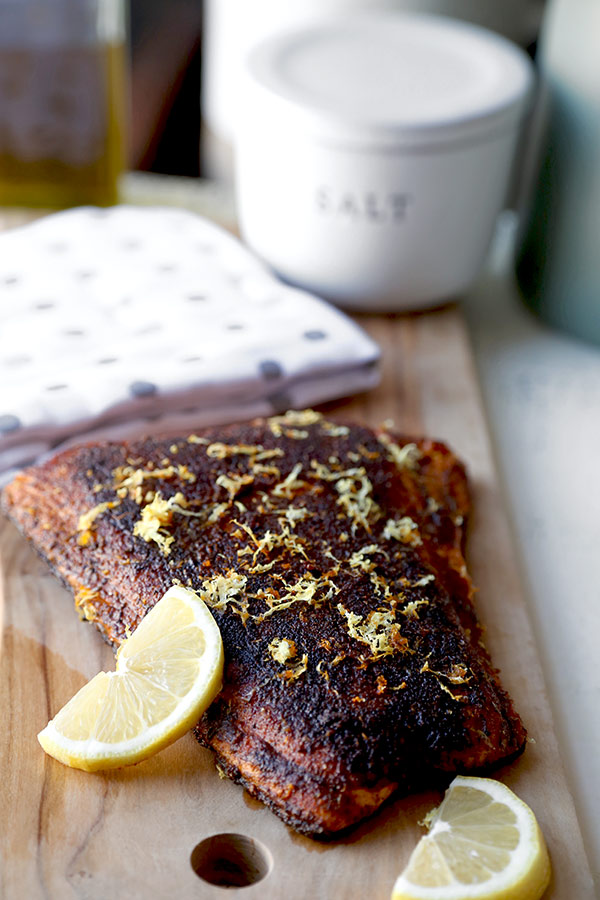 Sumac-spiced blackened salmon - packed with flavors and ready in under 15 minutes! easy salmon recipes, healthy salmon recipes, healthy dinner recipe, fish and seafood, pan fried, pescatarian recipe | pickledplum.com
