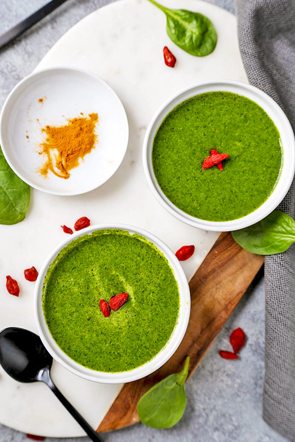 Green Detox Soup - Including cleansing dishes into your regular diet can be beneficial for weight management. vegan soup recipes, detox cleanse soup, watercress recipe, healthy vegan appetizers, vegetarian soup dinner, spinach soup plant based | pickledplum.com