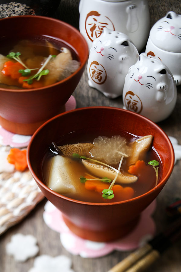 Ozoni - Japanese New Year Mochi Soup (お雑煮 ) - Japanese recipes, Asian soups, healthy Japanese food, traditional, mochi rice cakes | pickledplum.com