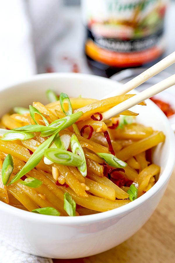 Chinese Shredded Potatoes with Vinegar and Chili -This authentic Chinese recipe of shredded potatoes with vinegar and chili is salty, sour, nutty and just spicy enough to make your lips tingle. Asian style potatoes for the win! #chinesefood #recipeoftheday #potato #veganrecipes #veganfood #plantbased | pickledplum.com