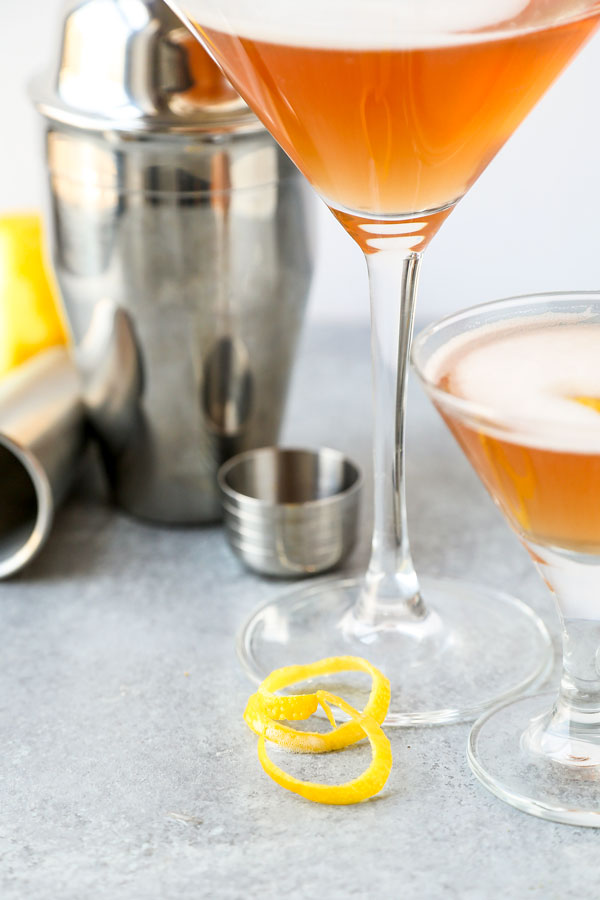 French Martini - This a classy, frothy French martini cocktail made with Chambord, vodka and pineapple juice. The perfect cocktail to celebrate the arrival of the weekend! #martini #cocktails #recipes #drinks | pickledplum.com