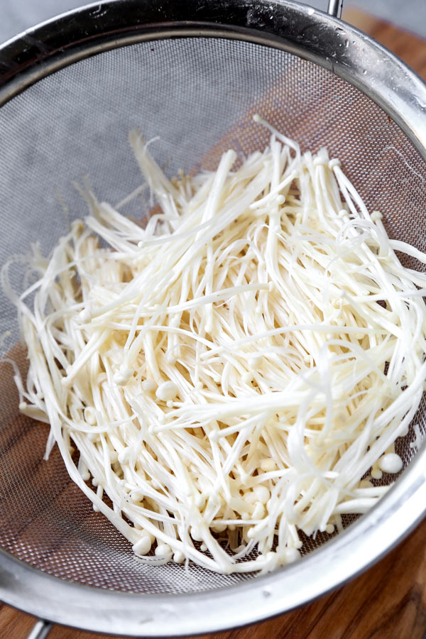 Foiled Baked Enoki Mushrooms (Vegan) - This delicious healthy Japanese recipe is pack with umami! Foil baked to perfection, these enoki mushrooms are perfect as a side for dinner, together with tofu, or topped with green onions. Simply delicious! #japanesefood #veganrecipes #vegetarian #plantbased | pickledplum.com