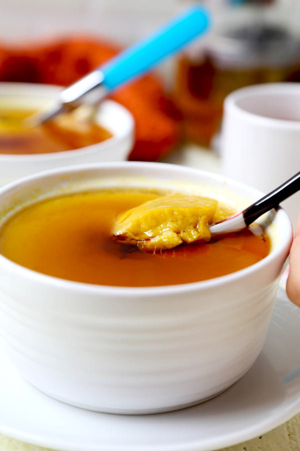 Japanese Style Pumpkin Pudding (Kabocha Purin) - A healthier and easy recipe for the best pumpkin pudding! With a flan-like texture, this deliciously sweet and eggy kabocha pumpkin is gluten-free and dairy-free! Perfect for kids and adults who are lactose or gluten intolerant. It's a fun, low carb dessert your entire family will enjoy! #thanksgivingfood #healthydessert #kabochasquash #japanesefood #homemade | pickledplum.com