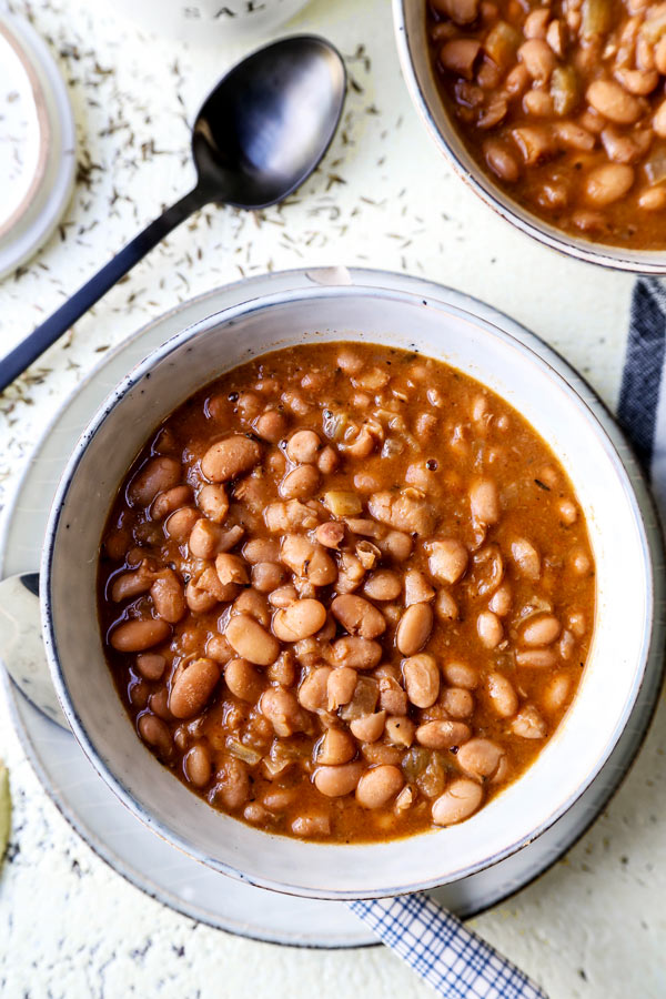 Slow Cooker Pinto Beans - The easiest, tastiest way to make beans! This is a healthy, easy vegetarian, vegan and gluten free pinto beans recipe using chili powder, and a medley of dried spices. Simple cooking that your entire family will love! #comfortfoods #vegetarian #vegan #glutenfree #slowcookerrecipes | pickledplum.com