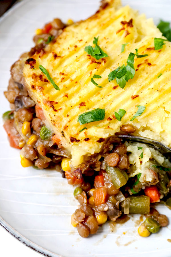 Vegan Sheperd's Pie - This is an easy mushrooms, lentils and veggie packed vegan shepherd's pie recipe that will make you forget about meat! Cooked in a mushroom gravy and topped with fluffy mashed potatoes, it's healthy comfort food done well! #veganrecipes #plantbased #vegetarianrecipes #thanksgiving #healthycomfortfood | pickledplum.com